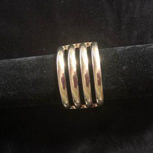 Fashionable bangle bracelet